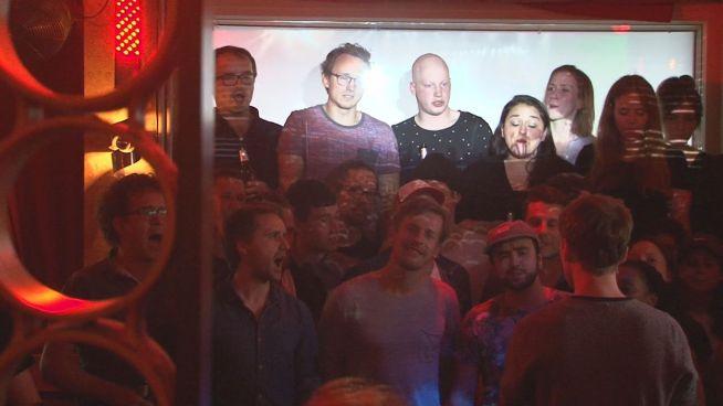 Bier, Bar, Singen: Berliner Kneipenchor zieht ums Eck