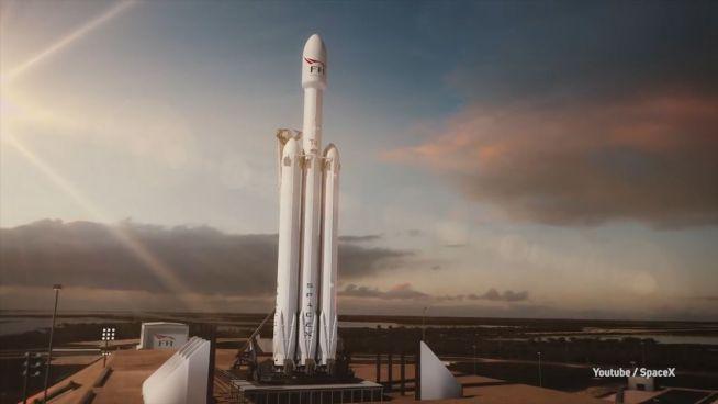 'Falcon Heavy' hebt ab: Musk schießt Tesla ins All