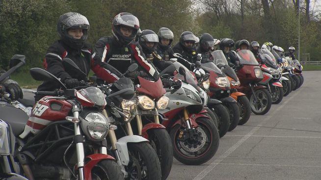 Saisonstart: Wie Motorradfahrer Unfälle vermeiden